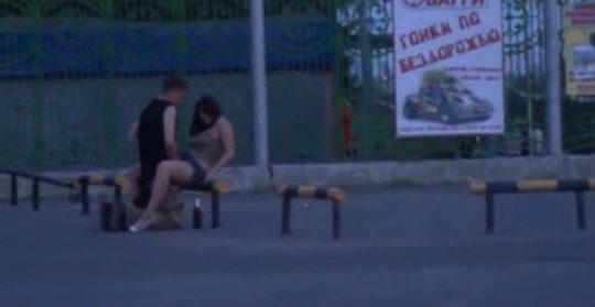 【危険過ぎ】外国人露出性癖ニキのエクストリーム路上セックス、死ぬぞwwwwwwwww(画像あり)・10枚目
