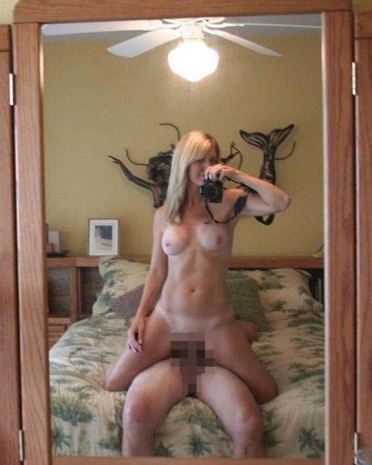 【拡散上等】鏡の前で顔出し余裕のハメ撮りしちゃう外人カップル、こいつ等心臓強過ぎだろwwwwwwwwww(画像25枚)・15枚目