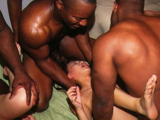 【レイプ感】黒人男と日本女のセックス、どう見ても普通のセックスじゃ無くレイプに見えて草wwwwwww(画像、GIFあり)