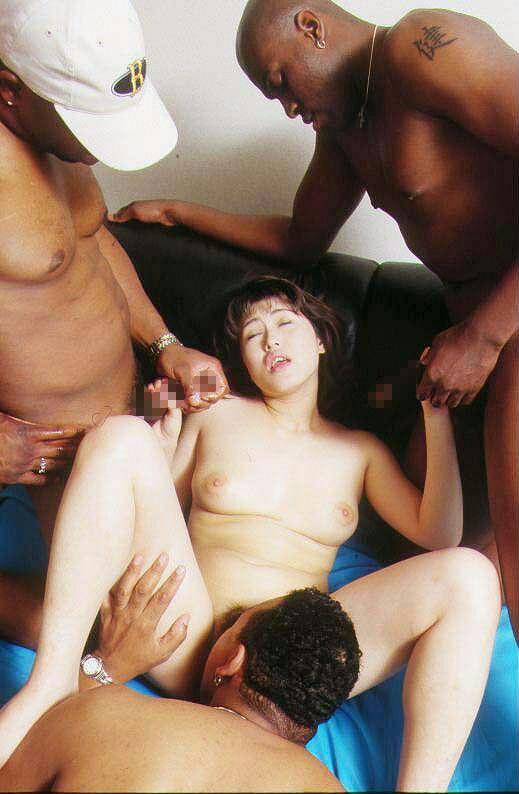 【閲覧注意】黒人男・日本女のセックス、ただのレイプにしか見えないんだが・・・(画像あり)・3枚目