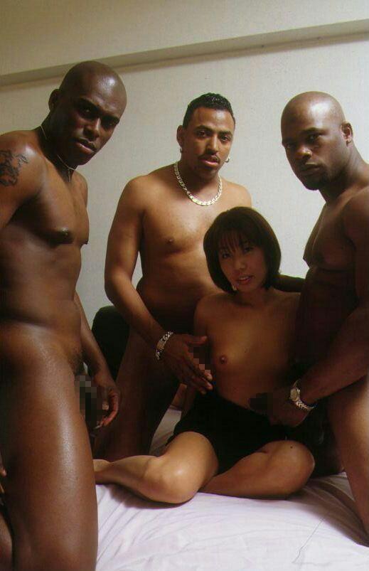 【閲覧注意】黒人男・日本女のセックス、ただのレイプにしか見えないんだが・・・(画像あり)・5枚目