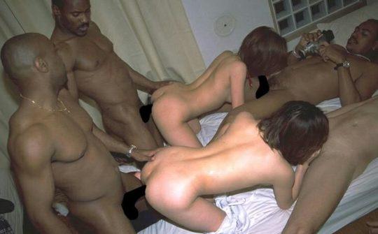 【閲覧注意】黒人男・日本女のセックス、ただのレイプにしか見えないんだが・・・(画像あり)・7枚目