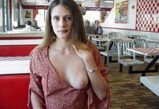 【見れたらラッキー】レストランやマックでおっぱい見せる外人まんさん、心臓強すぎワロタwwwwwwwww(画像あり)・10枚目