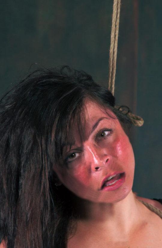 【死ぬ死ぬ】外国人ガチ勢の首絞めプレイ、これ完全に首吊りでワロタwwwwwww(画像あり)・24枚目
