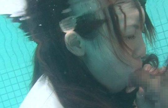 """【危険行為】何が気持ちいいのかイマイチ理解不能な""""水中フェラ""""、これ遅漏ニキが真似したら大惨事じゃね・・・・・(画像、GIFあり)・9枚目"""