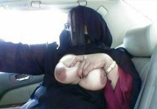 【命懸け】バレたら本国で死刑確定なイスラムまんさんのエロ画像、こいつら冒険し過ぎだろwwwwww(画像あり)・7枚目