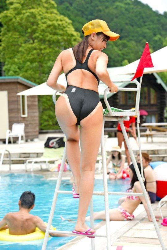 【ぐうシコ】10代日本人まんさん、ビーチで日焼け中に乳ポロを激写され無事死亡wwwwwwwwwww(GIFあり)・4枚目