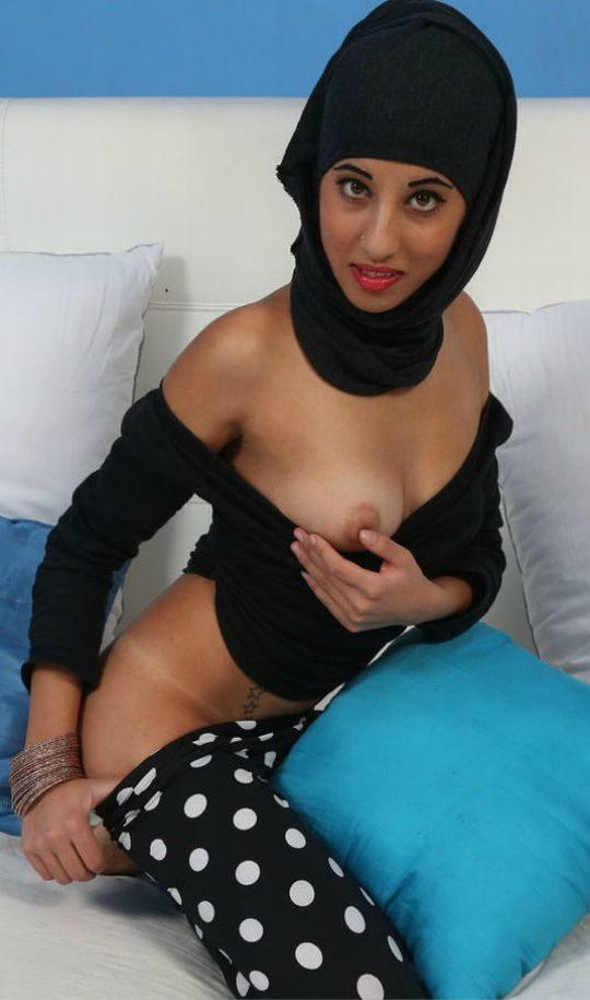 【巨乳民族】ヒジャブ着用のイスラムまんさん全員巨乳説、マジでホントっぽくて草wwwwwwww(画像30枚)・14枚目