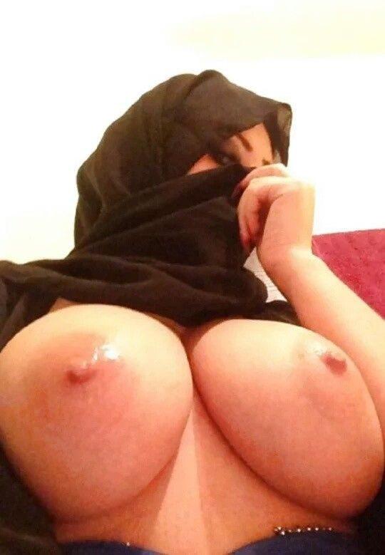 【巨乳民族】ヒジャブ着用のイスラムまんさん全員巨乳説、マジでホントっぽくて草wwwwwwww(画像30枚)・25枚目