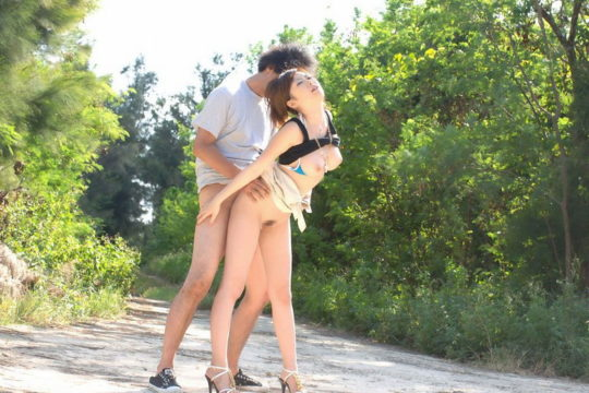 【猛者】この季節にマッパで野外セックスする奴、やぶ蚊のバイキング状態で草wwwwwww(画像30枚)・8枚目