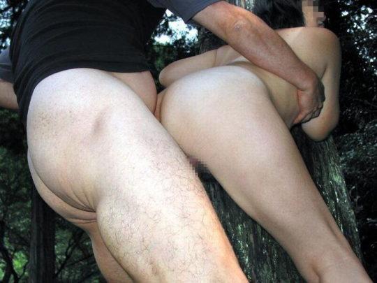 【猛者】この季節にマッパで野外セックスする奴、やぶ蚊のバイキング状態で草wwwwwww(画像30枚)・28枚目