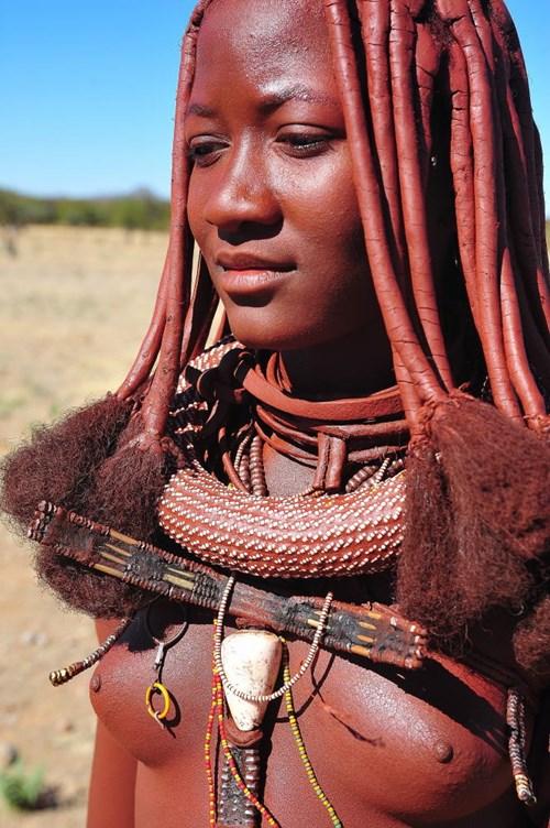 【部族おっぱい104枚】アフリカ原住民部族最強のおっぱいがコチラ、10代女子がいっぱいいるんだが・・・(画像)・15枚目