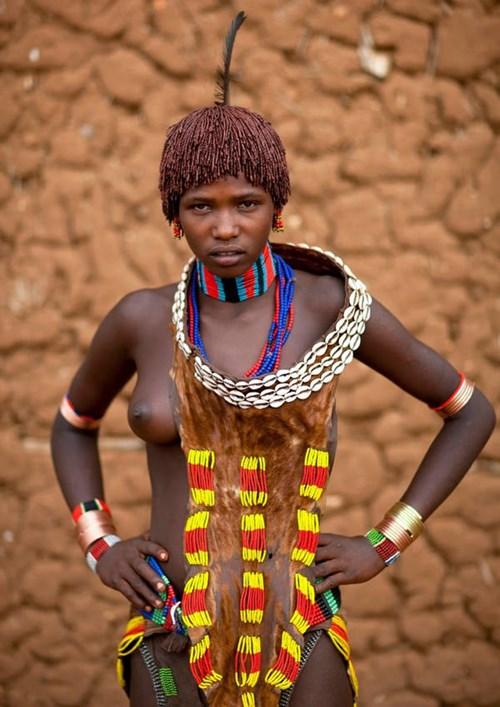 【部族おっぱい104枚】アフリカ原住民部族最強のおっぱいがコチラ、10代女子がいっぱいいるんだが・・・(画像)・16枚目
