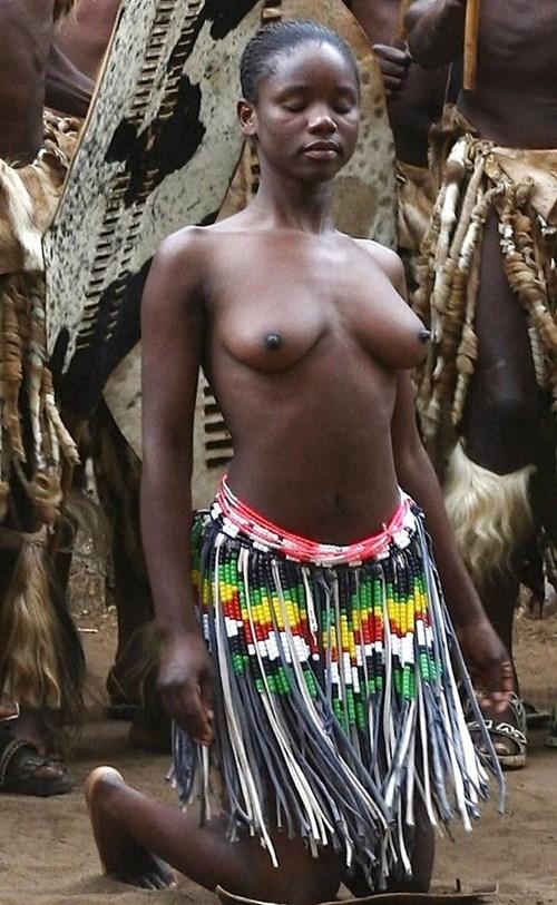 【部族おっぱい104枚】アフリカ原住民部族最強のおっぱいがコチラ、10代女子がいっぱいいるんだが・・・(画像)・19枚目