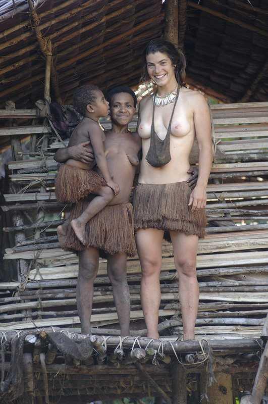 【部族おっぱい104枚】アフリカ原住民部族最強のおっぱいがコチラ、10代女子がいっぱいいるんだが・・・(画像)・26枚目