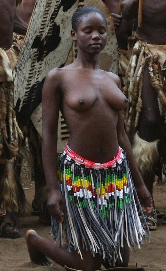 【部族おっぱい104枚】アフリカ原住民部族最強のおっぱいがコチラ、10代女子がいっぱいいるんだが・・・(画像)・29枚目