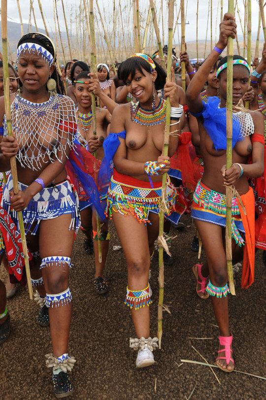 【部族おっぱい104枚】アフリカ原住民部族最強のおっぱいがコチラ、10代女子がいっぱいいるんだが・・・(画像)・36枚目
