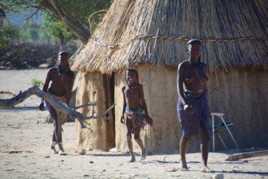 【部族おっぱい104枚】アフリカ原住民部族最強のおっぱいがコチラ、10代女子がいっぱいいるんだが・・・(画像)・40枚目
