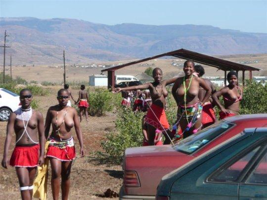 【部族おっぱい104枚】アフリカ原住民部族最強のおっぱいがコチラ、10代女子がいっぱいいるんだが・・・(画像)・50枚目