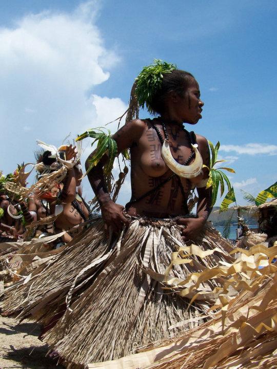 【部族おっぱい104枚】アフリカ原住民部族最強のおっぱいがコチラ、10代女子がいっぱいいるんだが・・・(画像)・55枚目