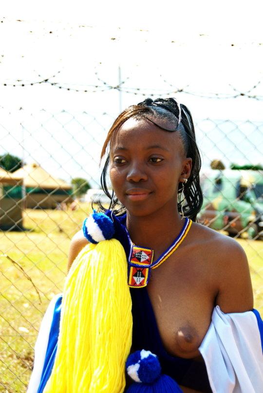 【部族おっぱい104枚】アフリカ原住民部族最強のおっぱいがコチラ、10代女子がいっぱいいるんだが・・・(画像)・64枚目
