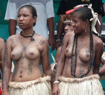 【部族おっぱい104枚】アフリカ原住民部族最強のおっぱいがコチラ、10代女子がいっぱいいるんだが・・・(画像)・78枚目