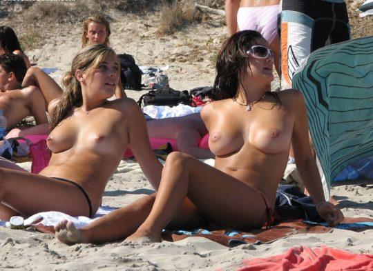 【おっぱい天国】おふざけやヌーディストビーチなんでもありの外人まんさん集団おっぱい、羨ましいけどありがたみゼロでワロタwwwwww(画像30枚)・17枚目