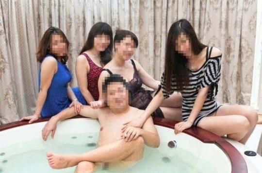 【勝ち組】中国人大富豪の乱交の様子がコチラ、2人目以降の意味が判らなくて草wwwwww(画像あり)・4枚目