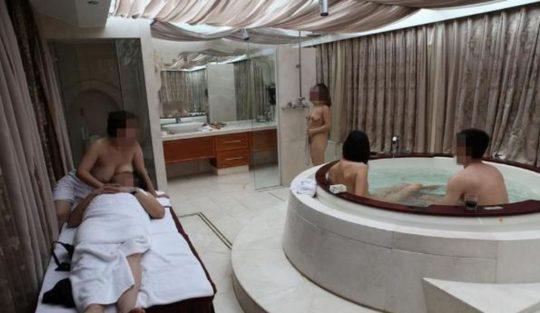 【勝ち組】中国人大富豪の乱交の様子がコチラ、2人目以降の意味が判らなくて草wwwwww(画像あり)・9枚目