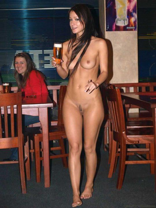 【摘発不可避】全裸のウェイトレスがビール運んでくれる海外のセクシー居酒屋、これ日本でも作れよwwwwwww(画像あり)・19枚目