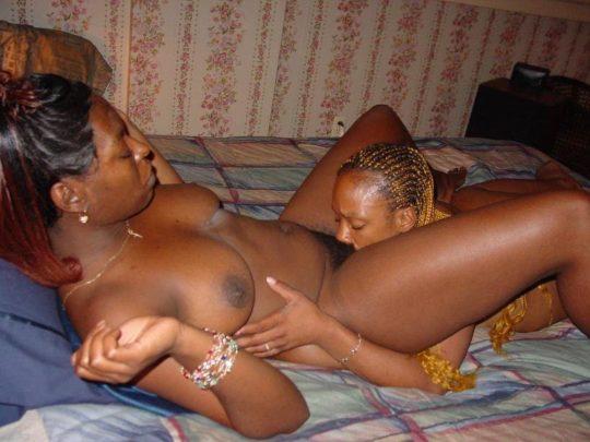 """【微妙】お互いのマンコを舐め合う黒人カップルの""""レズセックス""""、これは混ざり・・・微妙wwww(画像あり)・1枚目"""