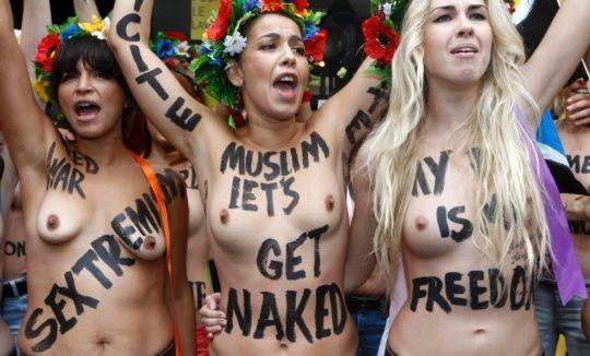 【意識高い系】ロシアの20歳美人モデルが、動物の毛皮使用反対のため、全裸で抗議wwwwwww・6枚目