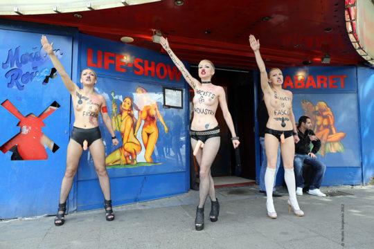 【意識高い系】ロシアの20歳美人モデルが、動物の毛皮使用反対のため、全裸で抗議wwwwwww・9枚目