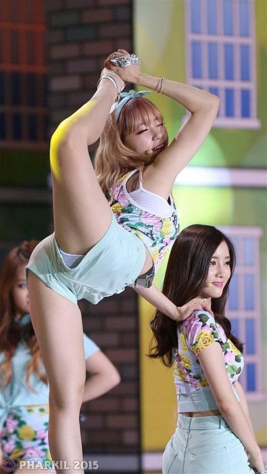 【チンポ直撃】韓国のアイドル下品すぎ、こりゃ慰安婦ダンス言われても反論できないわwwwwww(GIFあり)・5枚目