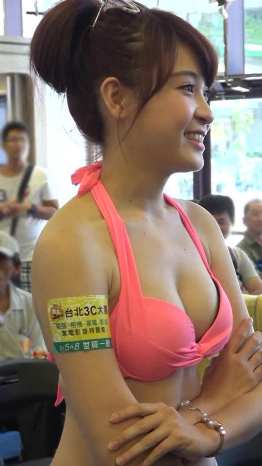 【おっぱいコンパニオン】アジアのモーターショー会場、ほぼおっぱいの品評会になっててワロタwwwwwww(画像30枚)・9枚目
