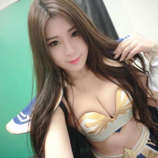 【おっぱいコンパニオン】アジアのモーターショー会場、ほぼおっぱいの品評会になっててワロタwwwwwww(画像30枚)・17枚目