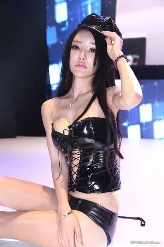 【おっぱいコンパニオン】アジアのモーターショー会場、ほぼおっぱいの品評会になっててワロタwwwwwww(画像30枚)・29枚目