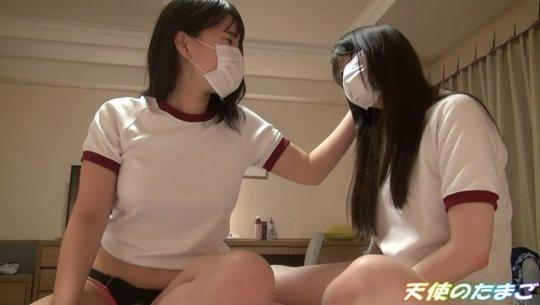 【画像あり】友達のマンコを舐めて撮影された2人の素人娘エロ過ぎwwwwwwwww・1枚目
