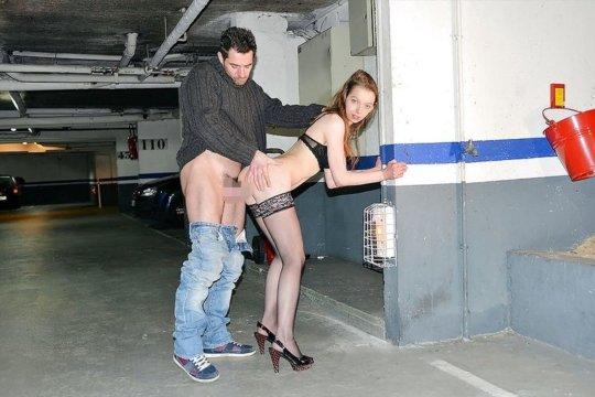 【リスキー】客取ってその場でおっ始めちゃう外人売春婦ネキ、逞し過ぎwwwwwww(画像30枚)・8枚目