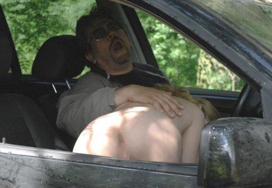 """【免停確実】運転中ガチでして貰うと結構危険な""""ドライブフェラ""""、まあセックスしないだけマシだなwwwwwww(画像30枚)・2枚目"""