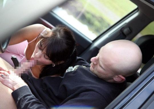 """【免停確実】運転中ガチでして貰うと結構危険な""""ドライブフェラ""""、まあセックスしないだけマシだなwwwwwww(画像30枚)・15枚目"""