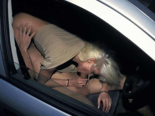 """【免停確実】運転中ガチでして貰うと結構危険な""""ドライブフェラ""""、まあセックスしないだけマシだなwwwwwww(画像30枚)・28枚目"""