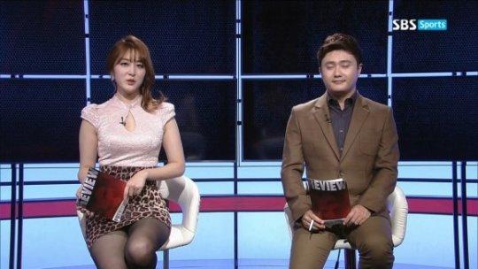 【ほぼホステス】AV禁止のお隣韓国、ニュース番組の女子アナスカートがキャバ嬢レベルでワロタwwwwwww(画像あり)・1枚目