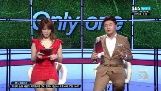 【ほぼホステス】AV禁止のお隣韓国、ニュース番組の女子アナスカートがキャバ嬢レベルでワロタwwwwwww(画像あり)・4枚目