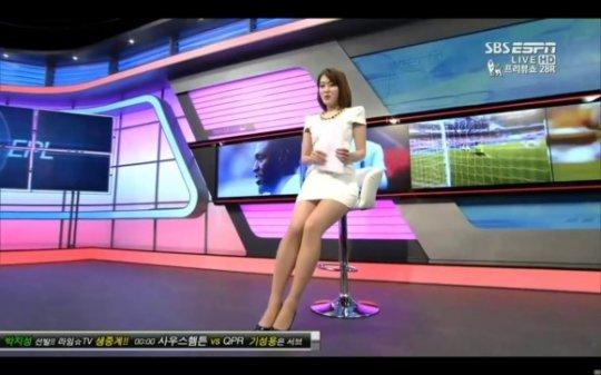 【ほぼホステス】AV禁止のお隣韓国、ニュース番組の女子アナスカートがキャバ嬢レベルでワロタwwwwwww(画像あり)・12枚目