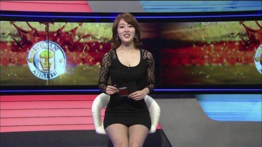 【ほぼホステス】AV禁止のお隣韓国、ニュース番組の女子アナスカートがキャバ嬢レベルでワロタwwwwwww(画像あり)・14枚目