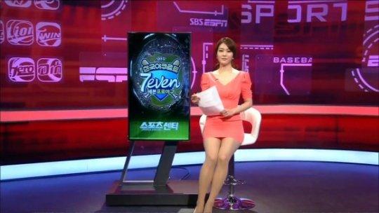 【ほぼホステス】AV禁止のお隣韓国、ニュース番組の女子アナスカートがキャバ嬢レベルでワロタwwwwwww(画像あり)・17枚目
