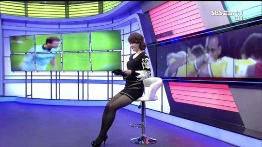 【ほぼホステス】AV禁止のお隣韓国、ニュース番組の女子アナスカートがキャバ嬢レベルでワロタwwwwwww(画像あり)・18枚目