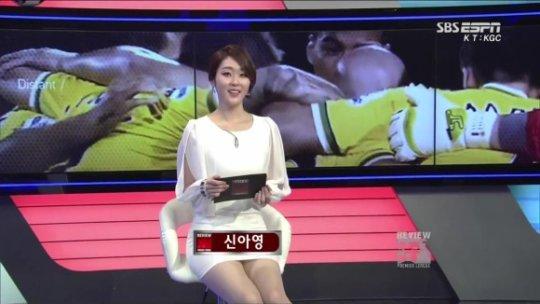 【ほぼホステス】AV禁止のお隣韓国、ニュース番組の女子アナスカートがキャバ嬢レベルでワロタwwwwwww(画像あり)・19枚目