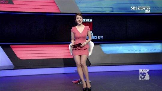 【ほぼホステス】AV禁止のお隣韓国、ニュース番組の女子アナスカートがキャバ嬢レベルでワロタwwwwwww(画像あり)・24枚目